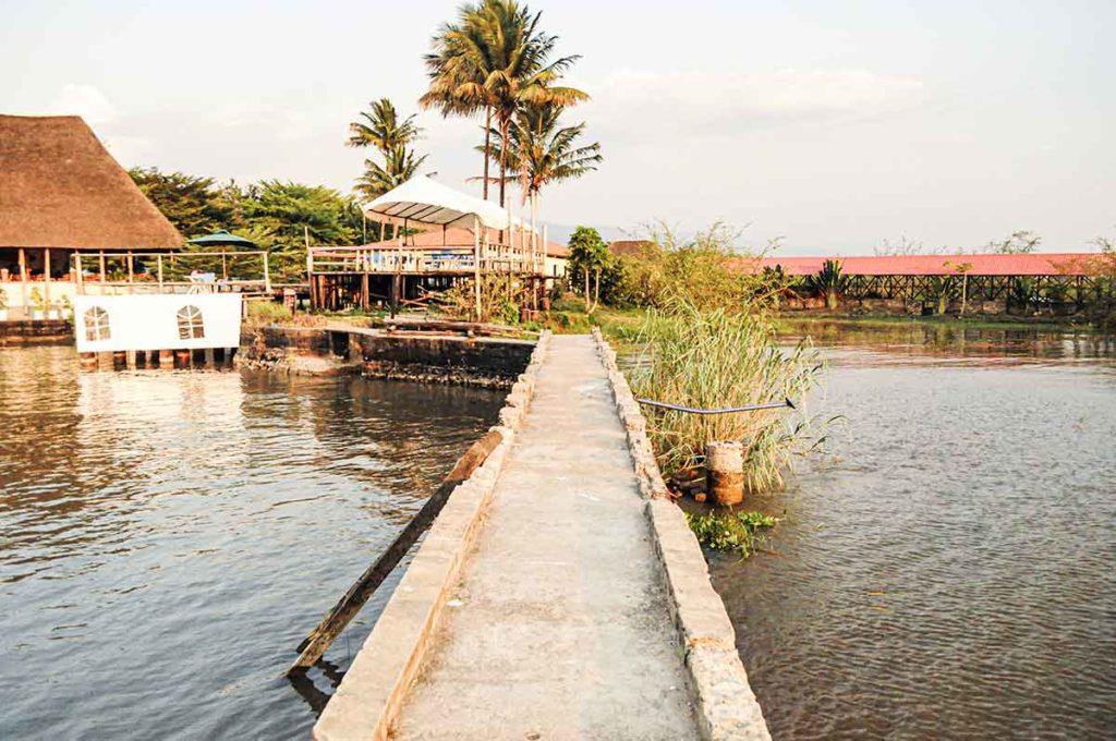 Am Ufer des Tanganjikasees