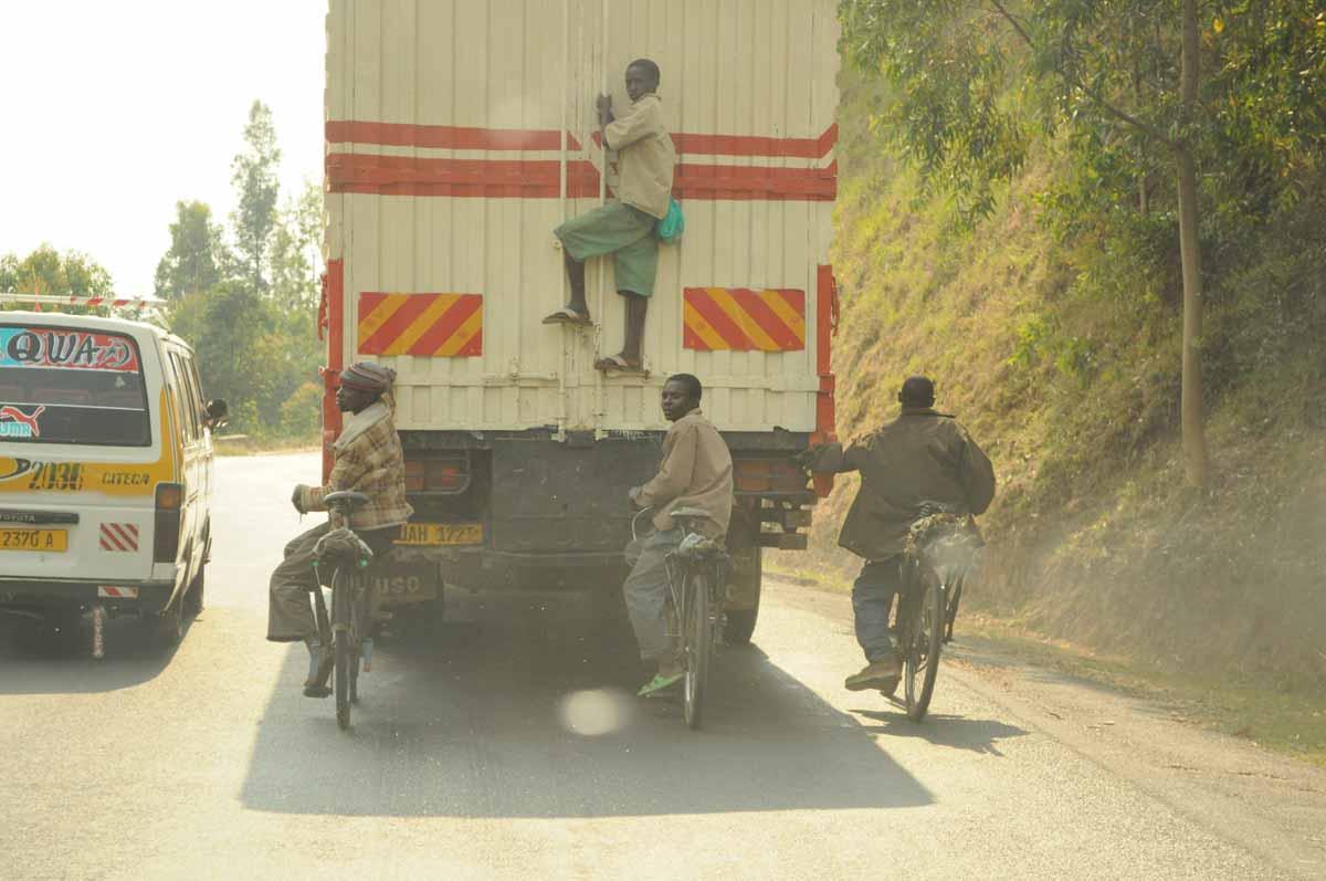 Burundi: Straßenalltag