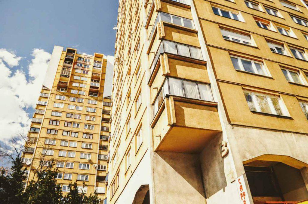 Gelbe Hochhäuser in Sarajevo