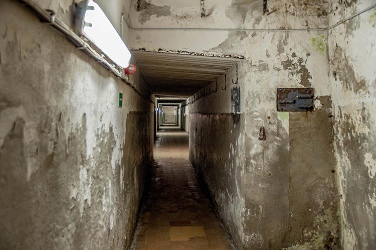 Gang im Zeppelin-Bunker
