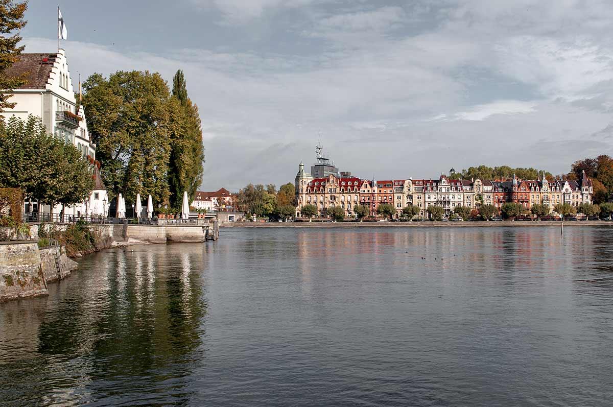 Blick vom Stadtgarten auf die Seestraße